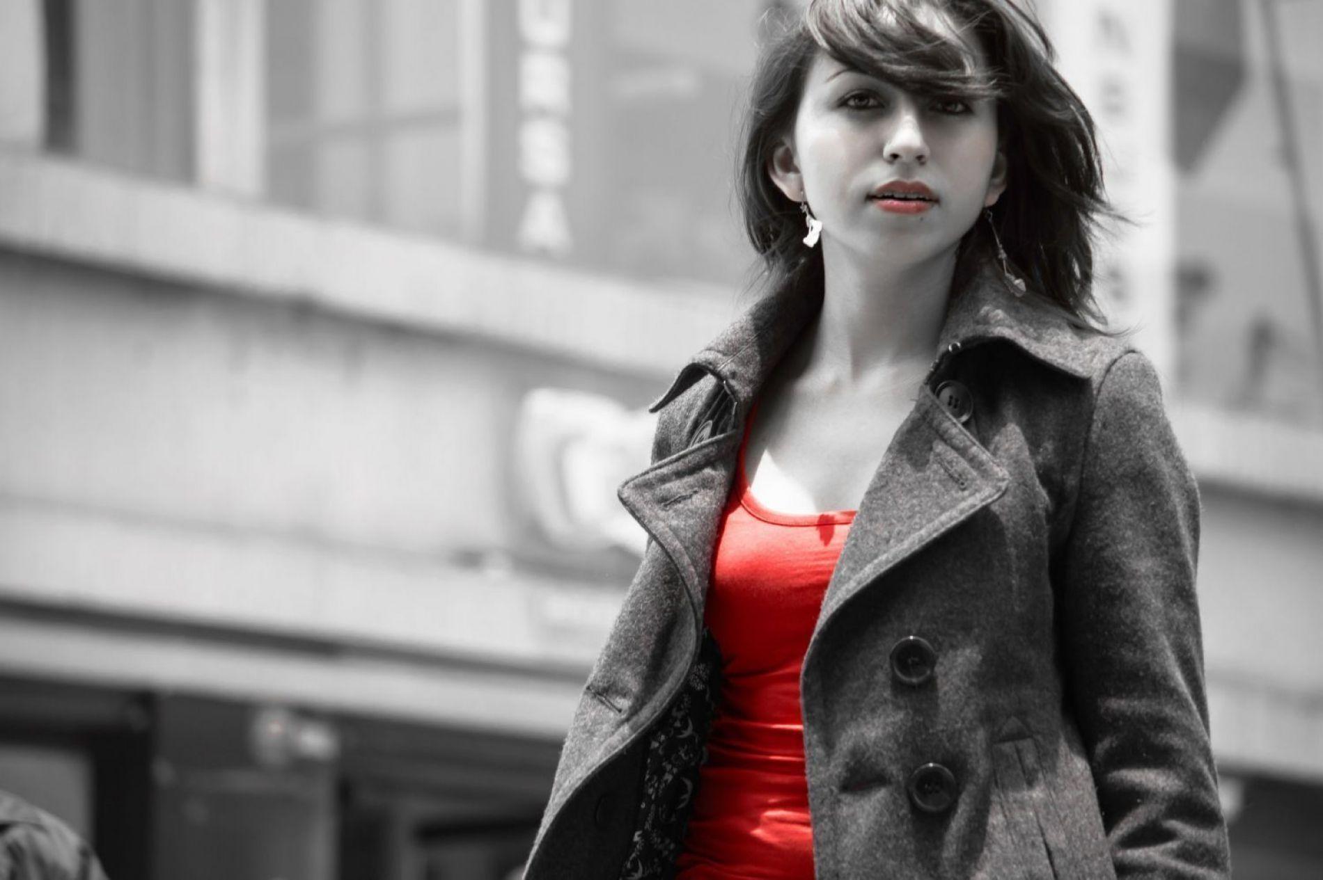 La chica de rojo